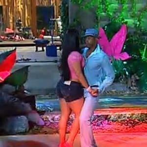 Mulher Melancia e Viola dançam coladinhos na pista