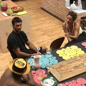 Viola, Daniel e Piu-Piu combinam voto na cozinha (12/10/10)