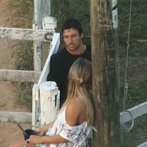 Daniel Bueno e Janaina Jacobina conversam perto da Casa da Roça (13/10/10)