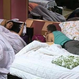Melancia e Carrasco conversam no quarto sobre relacionamentos (15/10/10)