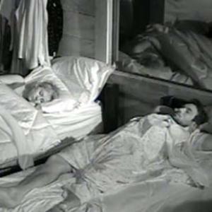 Daniel e Luiza dormem após noite de festa (16/10/10)