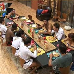 Peões conversam sobre a festa tecnológica enquanto almoçam (16/10/10)