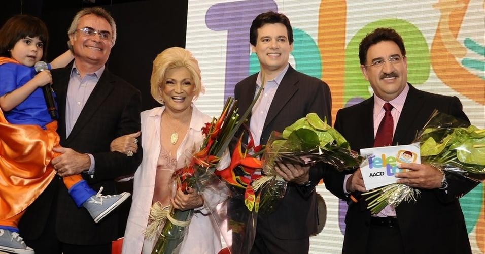 Dimitri, Eduardo de Almeida Carneiro, Hebe Camargo, Celso Portiolli e Ratinho no lançamento do Teleton (18/10/2010)