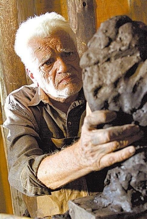 """O ator Walmor Chagas em cena do filme """"Valsa para Bruno Stein"""", de Paulo Nascimento (2007)"""