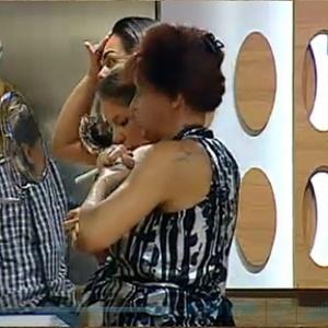 Nany, Andressa e Piu-Piu disputam um lugar frente ao espelho (19/10/10)