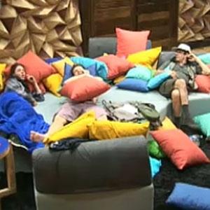 Piu-Piu, Dudu, Melancia e Mallandro conversam na sala da sede (23/10/2010)