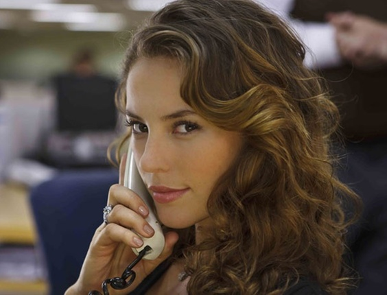 Paola Oliveira vive Clarissa no episódio Atormentada da Tijuca, de