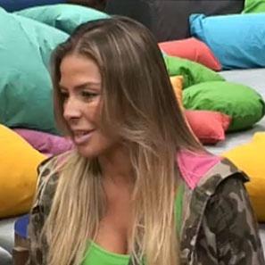 Janaina Jacobina discute com Dudu Pelizzari após votação (03/11/2010)