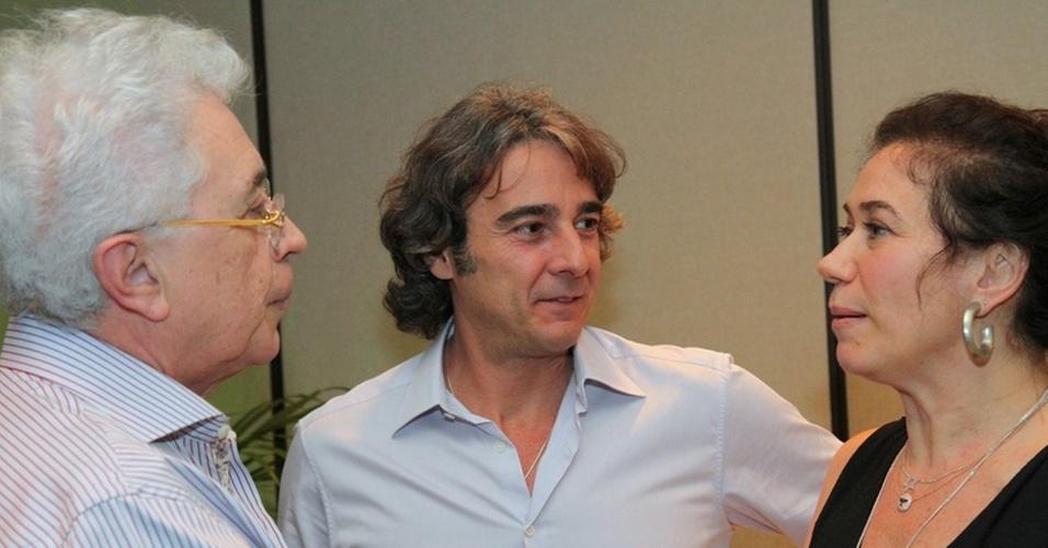 O ator Alexandre Borges (centro) e a atriz Lilia Cabral vão ao lançamento do site do autor de novelas Aguinaldo Silva (à esq), no Rio de Janeiro (8/11/10)