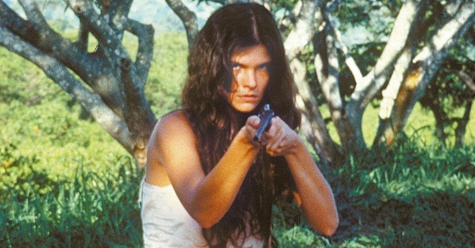 """A atriz Cristiana Oliveira em cena de """"Pantanal"""", novela de Benedito Ruy Barbosa (1990)"""