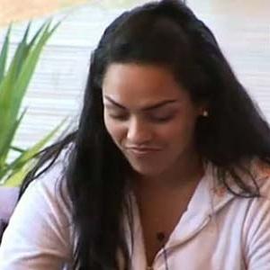 Mulher Melancia saboreia sorvete de abacate na varanda (20/11/10)