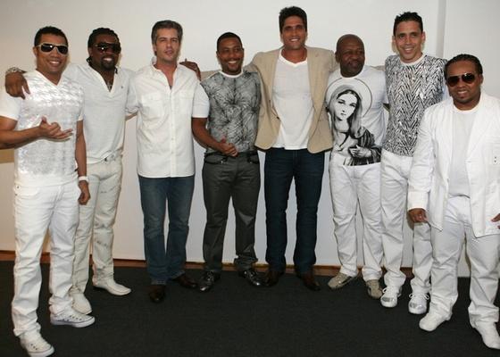 Victor & Leo com o grupo Revelação antes da gravação do Show da Virada, em São Paulo (24/11/10)