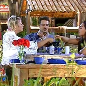 Sergio Abreu, Andressa Soares e Luiza Gottschalk aproveitam fondue (27/11/10)