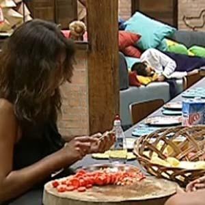 Ana Carolina ajuda Melancia na cozinha (28/11/10)
