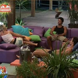 Luiza, Sergio, Daniel e Lizzi conversam na varanda (28/11/10)
