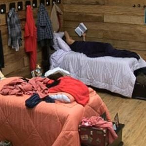 Sergio Abreu lê em sua cama (28/11/10)