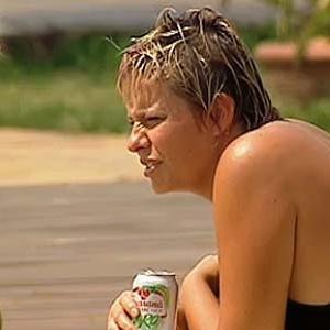 Luiza Gottschalk aproveita tarde tranquila à beira da piscina (04/12/10)