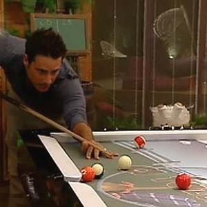 Sergio Abreu joga sinuca na varanda da sede (04/12/10)