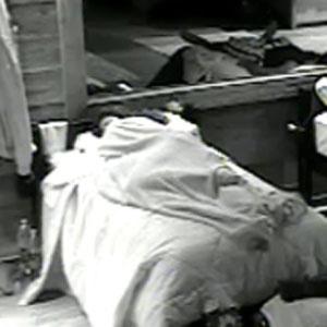 Ana Carolina Dias bate papo com Daniel Bueno antes de dormir (05/12/2010)