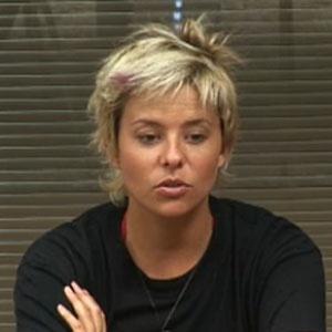 Luiza Gottschalk reclama que engordou muito dentro do reality show (08/12/2010)