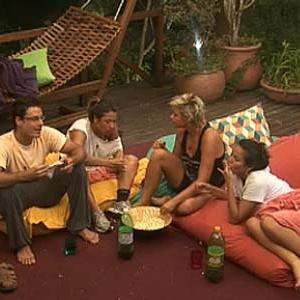 Sergio, Lizzi, Luiza e Ana Carolina Dias comem pipoca no mirante (08/12/10)