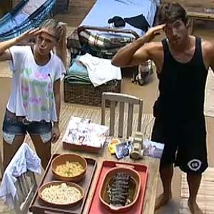 Felizes com resultado dos pratos, Janaina e Daniel posam para câmera da Roça (09/12/10)
