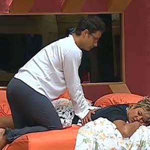 Sergio Abreu faz massagem em Luiza Gottschalk (13/12/10)