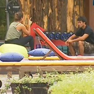 Lizzi Benites e Daniel Bueno conversam na fazenda (14/12/10)