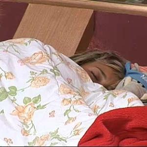 Luiza Gottschalk dorme com bicho de pelúcia (14/12/10)