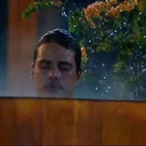 Sergio Abreu entra no ofurô após natação (14/12/10)