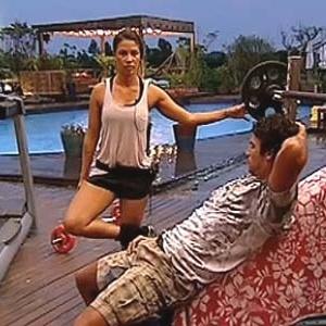 Lizzi Benites e Daniel Bueno conversam durante malhação (16/12/10)