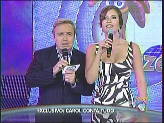 Gugu recebe Ana Carolina Dias no palco de seu programa (19/12/10)