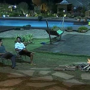 Sergio Abreu e Daniel Bueno conversam em frente à fogueira (20/12/10)