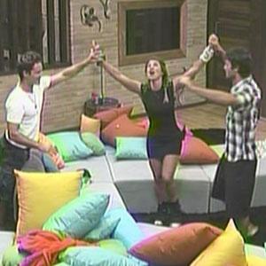 Sergio Abreu, Lizzi e Daniel comemoram ao saber que estão na final de