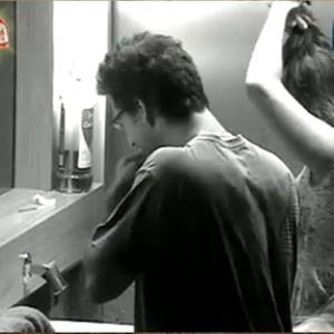 Sergio Abreu e Lizzi Benites se preparam para dormir (20/12/10)