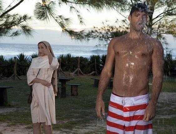 """Cláudia Raia e Armando Babaioff em cena de """"Ti-Ti-Ti"""" (28/12/10)"""