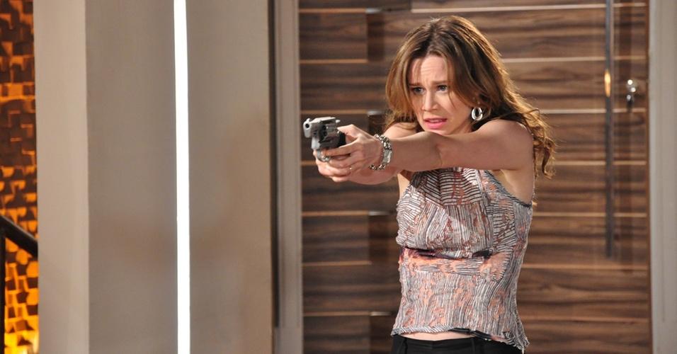 Mariana Ximenes interpreta Clara, que atira em Totó (Tony Ramos) em