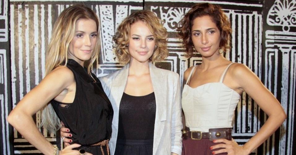 Deborah Secco, Paola Oliveira e Camila Pitanga na apresentação de
