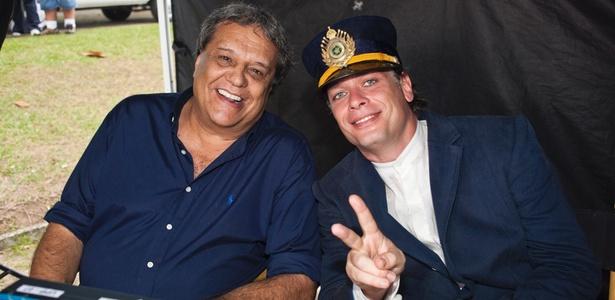 """O diretor Dennis Carvalho e o ator Fábio Assunção nos bastidores de """"Clandestinos - o Sonho Começou"""""""
