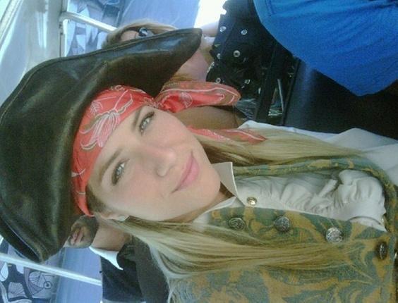 Giovanna Ewbank posta foto vestida de pirata no Twitter (25/1/2011)
