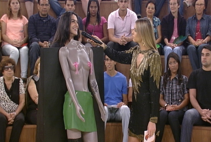 "Cleo Pires participa do primeiro ""Strip Quizz"" da segunda temporada do ""Amor & Sexo"" (1/2/2011)"