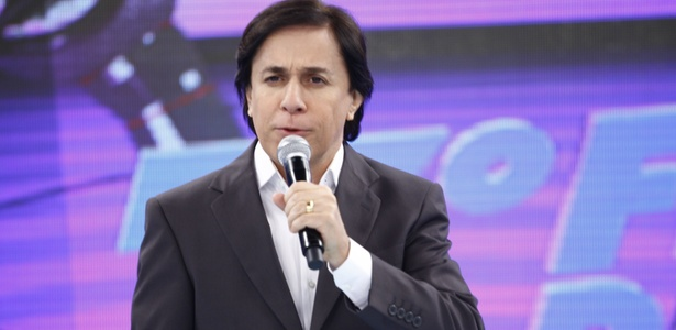 """O apresentador Tom Cavalcante apresenta o """"7º Festival de Piadas"""" do """"Show do Tom"""" na Record (31/1/2011)"""