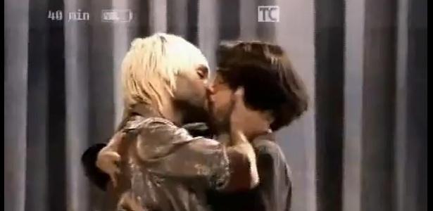 Beijo gravado para a minissérie Clandestinos, que não foi exibido pela Globo em 9/12/2010