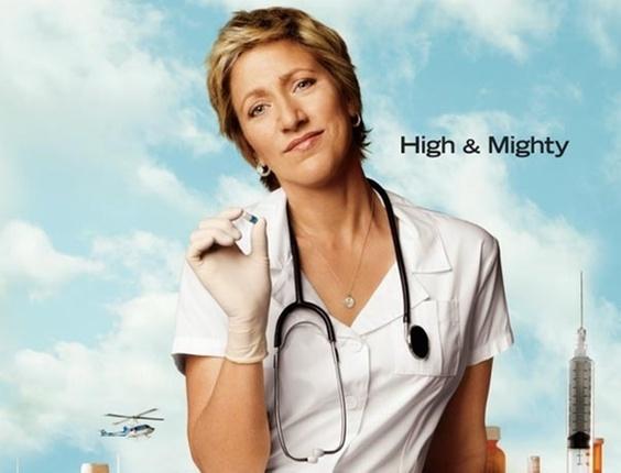 """A atriz Edie Falco no poster de divulgação da nova temporada de """"Nurse Jackie"""" (14/2/2011)"""