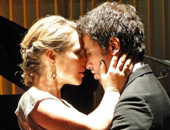 Paola Oliveira e Eriberto Leão em cena de