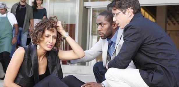 Camila Pitanga, Lázaro Ramos (ao centro) e Petrônio Gontijo em cena de