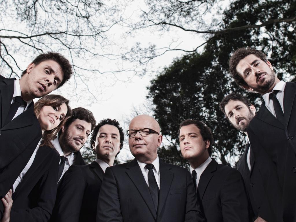 Da esquerda para a direita, Oscar Filho, Monica Iozzi, Danilo Gentili, Marco Luque, Marcelo Tas, Rafael Cortez, Rafinha Bastos e Felipe Andreoli do CQC (14/3/2011)