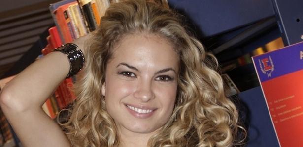 A atriz Lua Blanco posa para foto na coletiva de apresentação da novela Rebelde à imprensa, no RecNov, zona oeste do Rio (15/3/2011)