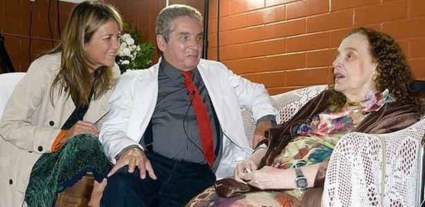 Priscilla Rozenbaum (à esq.) e Domingos Oliveira entrevistam a intelectual feminista Rose Marie Muraro em programa do Canal Brasil - Debora 70/Divulgação