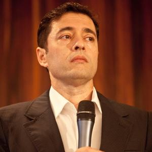 """O autor Tiago Santiago, na apresentação da novela """"Amor e Revolução"""" (2011)"""